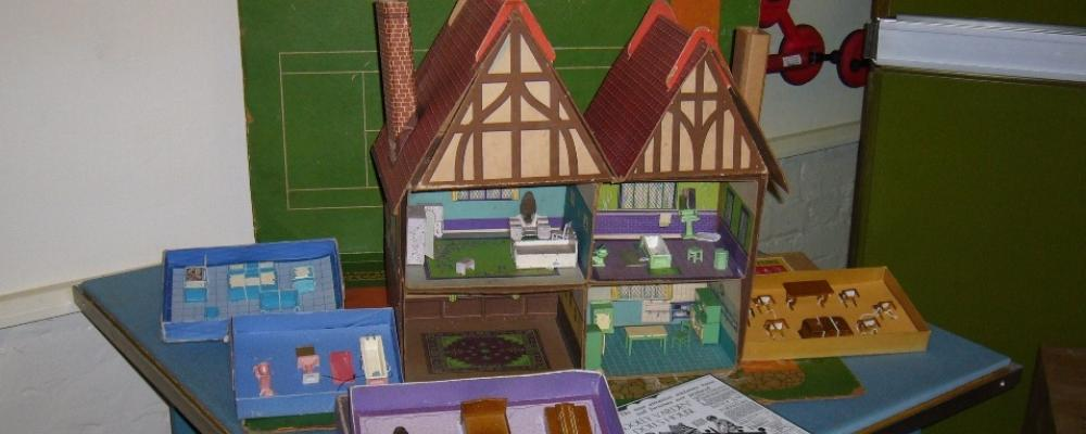 Dinky Toys - Dolly Varden Doll House